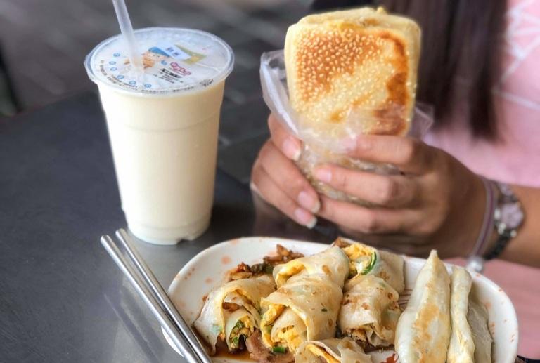 【台南早餐推薦】春牛豆漿大王:傳統人氣早餐店,陪你到世界的盡頭吃早餐/鴨母寮市場/台南早餐 @女子的休假計劃
