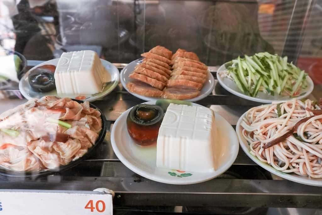 世紀小吃店:平價人氣小吃店,上班族天天來報到,麻醬控別錯過!【台中美食】 (菜單) @女子的休假計劃
