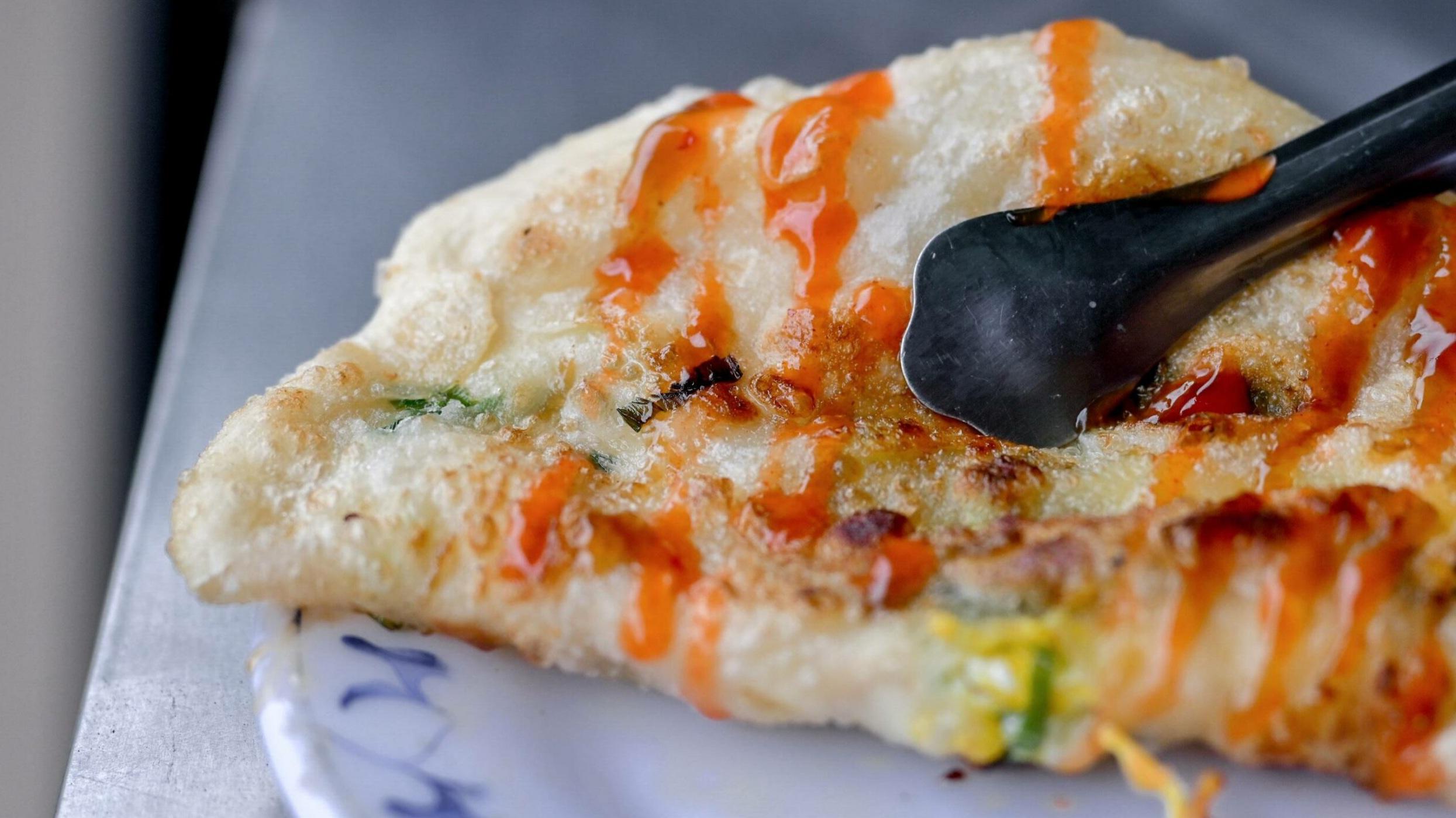 鐵夾蛋餅:用鐵夾吃蛋餅,既環保又有新意!巷弄銅板美食 @女子的休假計劃