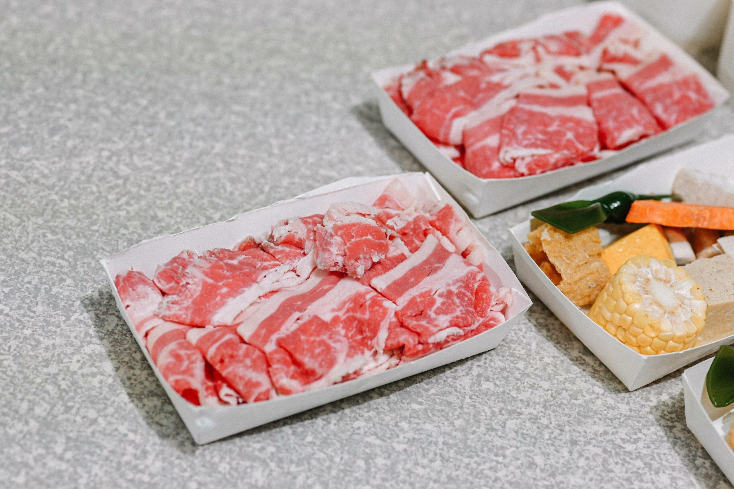 肉多多外帶:防疫經濟2.0套餐,2人套餐就可以帶1KG肉,6人餐可換2.7KG肉,就是爽 / 台北火鍋外帶 @女子的休假計劃