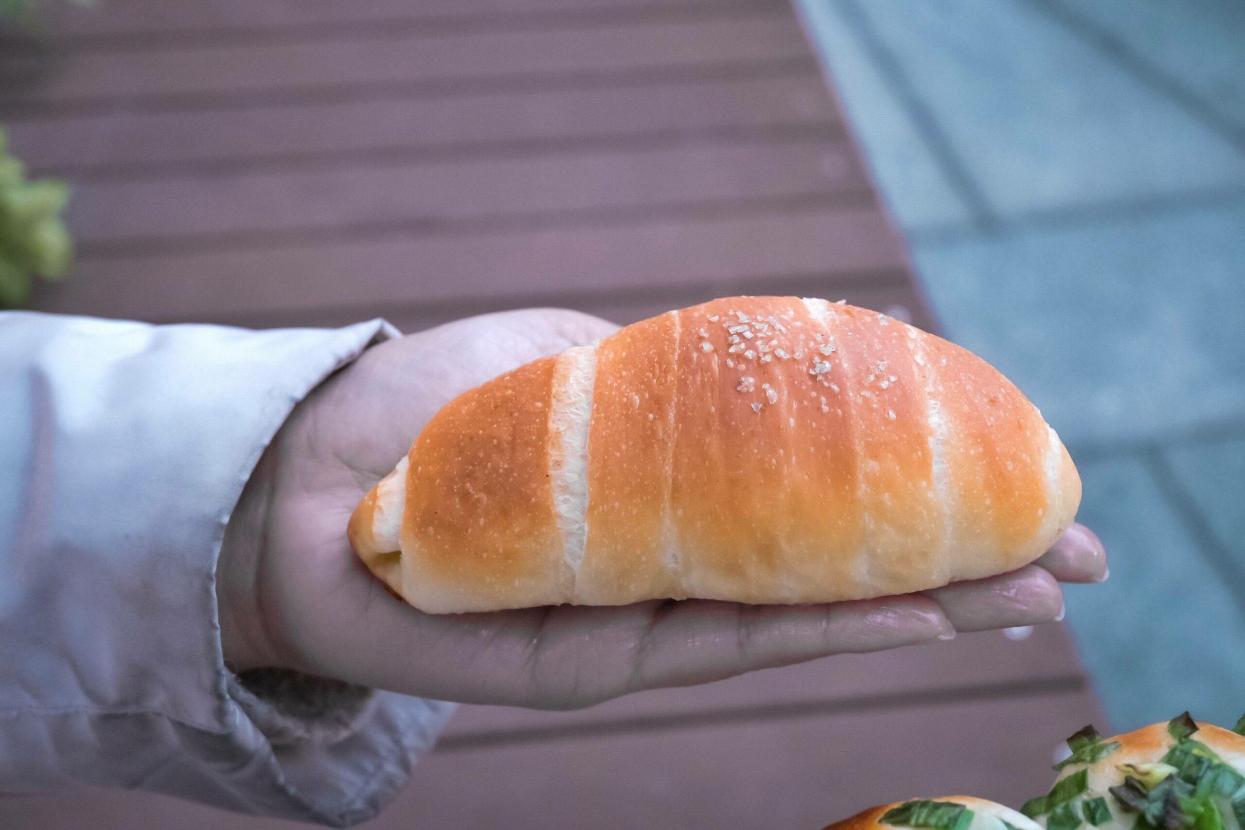 瘋小麥:鹽可頌必點,新莊質感麵包店,記得先電話預訂不然架上空空,白跑一趟【新莊美食】 (菜單) @女子的休假計劃