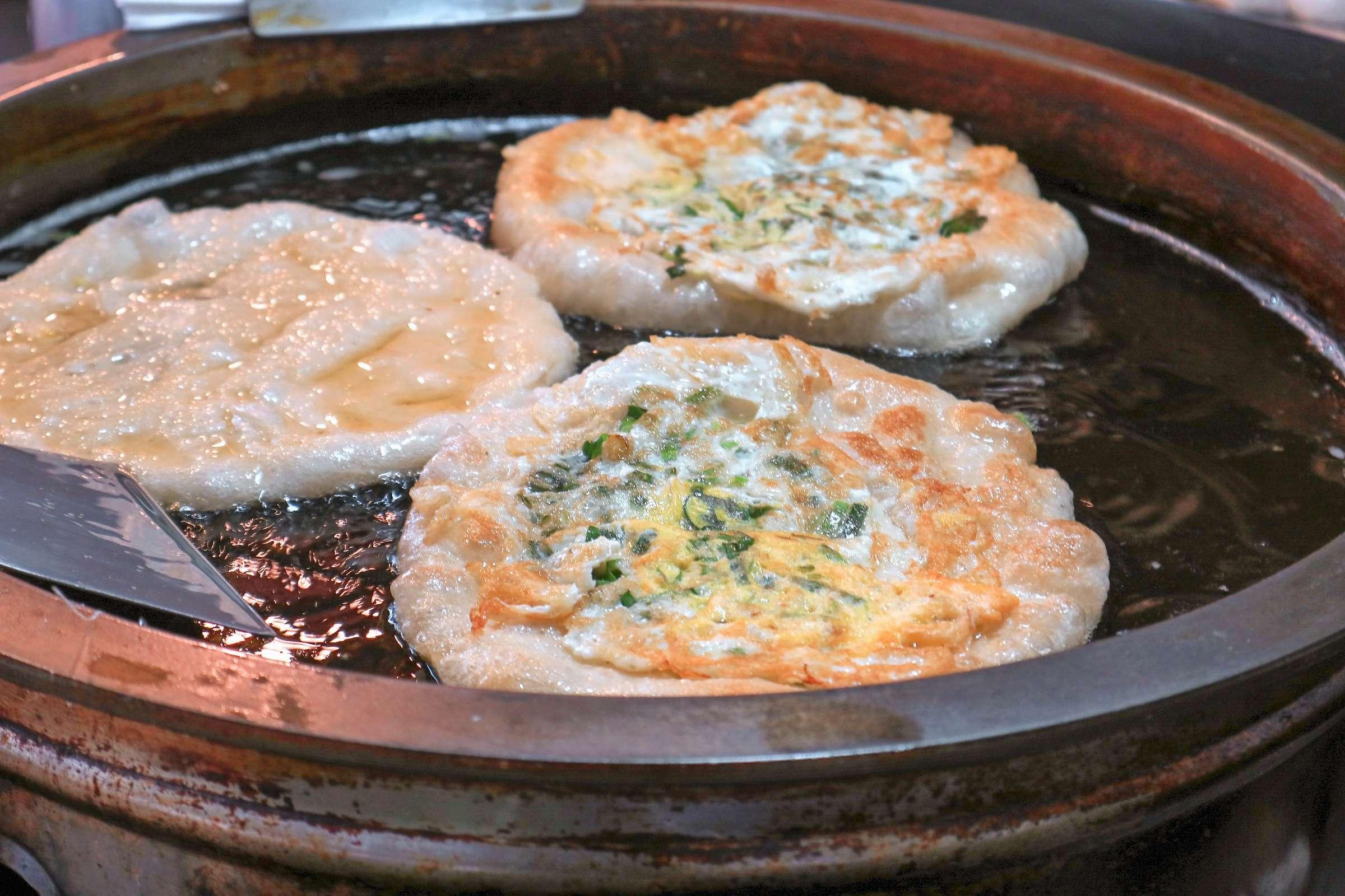 冬山金珠蔥油餅:人氣必吃街頭小吃美食,食尚玩家大推薦【宜蘭羅東美食】 @女子的休假計劃