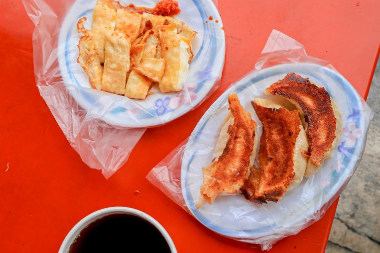 北昌黃金鍋貼早餐店:30多年老字號,必點兩大招牌巨無霸黃金鍋貼、原味蛋餅,記得拿號碼牌與排隊/花蓮早餐美食 @女子的休假計劃