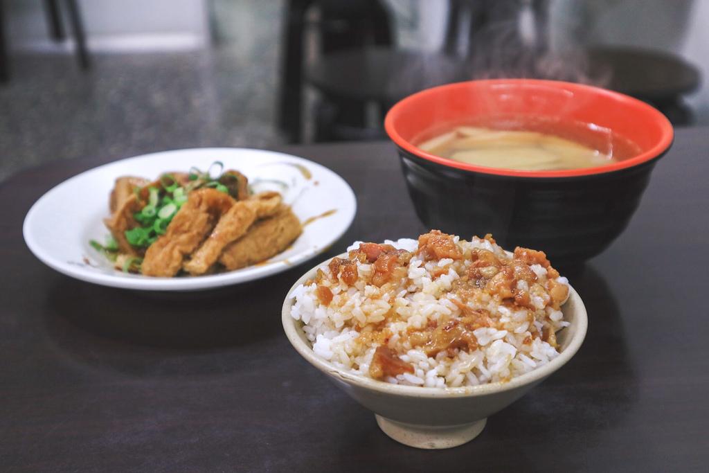 【淡水美食】阿姨麵攤,學生宵夜場的好去處/銅板美食 @女子的休假計劃