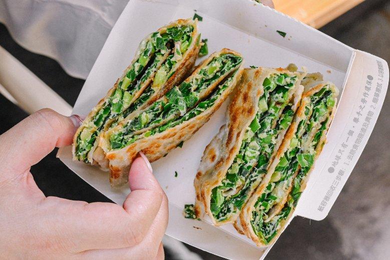 和平大蛋餅:餅皮超級酥脆,舖上滿滿的料,平價好吃/三重銅板美食小吃 @女子的休假計劃
