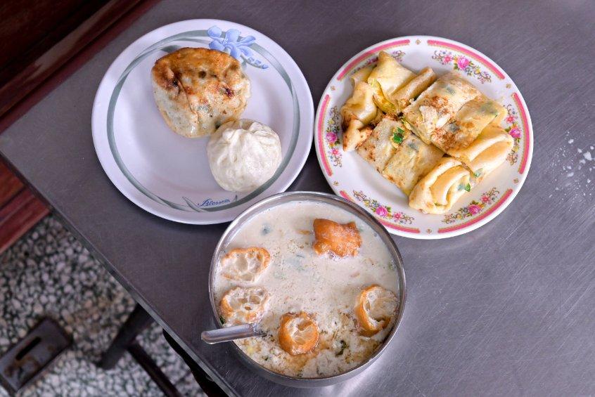 鳳英豆漿店:傳統手工蛋餅&現桿小籠包/新竹早餐美食推薦 @女子的休假計劃