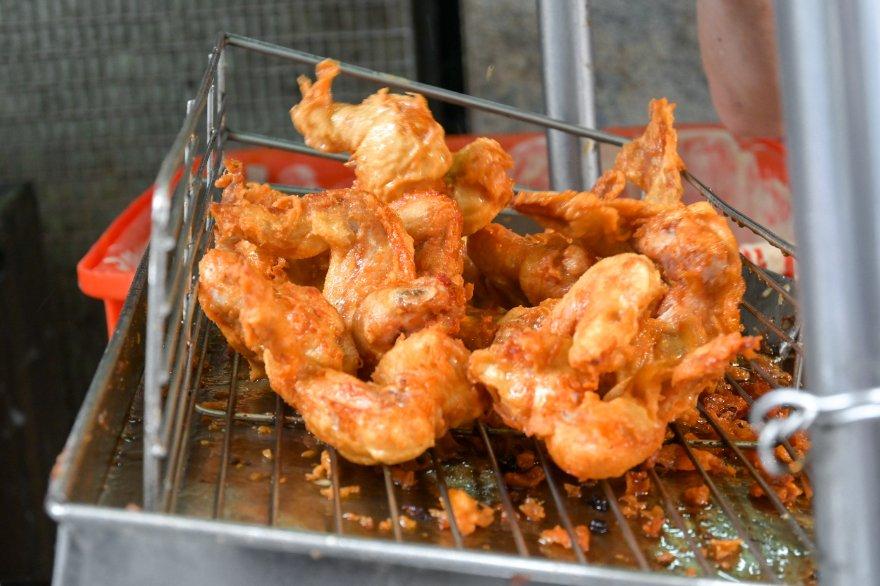 阿元的炸雞:15元雞翅、25元雞排、30元雞腿,在地人激推/銅板美食/食尚玩家推薦/板橋重慶黃昏市場美食/外帶 @女子的休假計劃