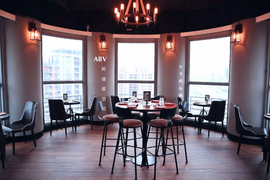 【新北板橋府中站】ABV閣樓餐酒館景觀餐廳,來一杯日光微醺與美食 /世界精釀啤酒 / 手工義大利麵 @女子的休假計劃