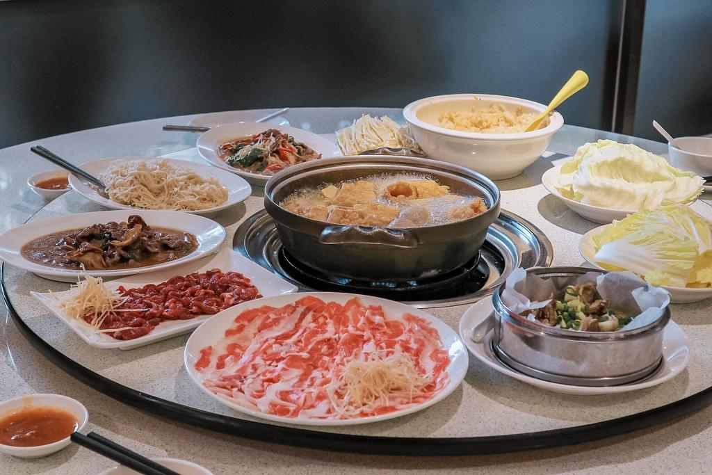 豐光溫體羊肉爐台北店:每日新鮮現宰羊肉,以全羊大餐聞名,無羶味。 @女子的休假計劃