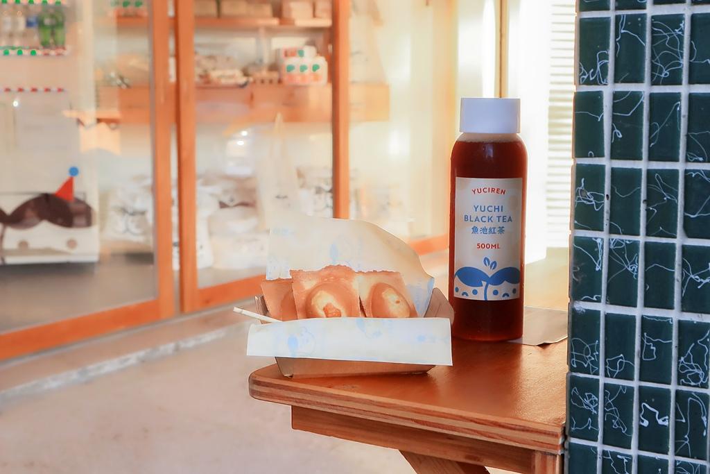 【台中西區】魚刺人雞蛋糕審計旗艦店:台中超人氣雞蛋糕,從偉士牌機車開至文青店面。 @女子的休假計劃