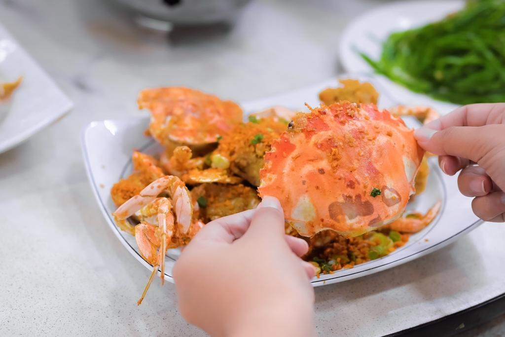 【新北萬里|野柳美食】望海亭:食慾之秋品萬里秋蟹正對時,現點現吃活海鮮上桌。 @女子的休假計劃